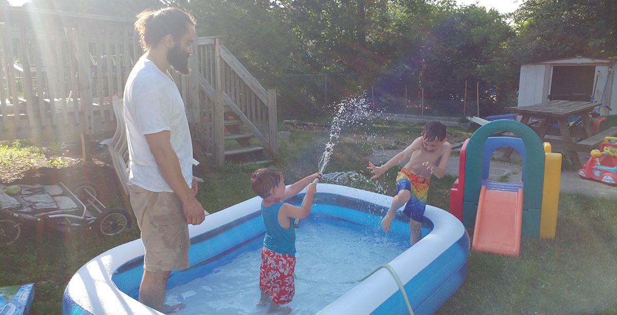 Luxurious Summer Yard Living